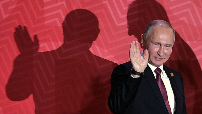 Russia's President Vladimir Putin waves as he arrives at the Lima Convention Centre for the APEC Leaders' Retreat on the last day of the Asia-Pacific Economic Cooperation (APEC) Summit in Lima on Nov.r 20, 2016.