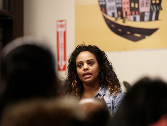 Yaritza Mendez leads a know-your-rights trainings at
