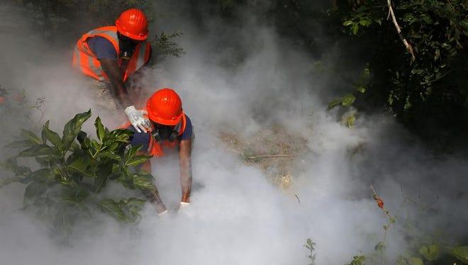 Una fumigación aérea sobre las zonas de Miami donde se concentran los primeros 15 casos de zika transmitidos por mosquitos dentro de EE.UU. tuvo lugar hoy, tras ser aplazada 24 horas debido al mal tiempo, informaron las autoridades.