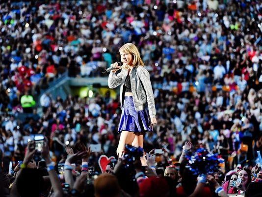 635738930017553575-taylor-swift-getty