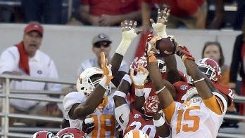 Jauan Jennings makes the Hail Mary catch at Georgia.