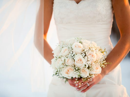 Wedding bouquet with Roses and Baby?s breath flowers