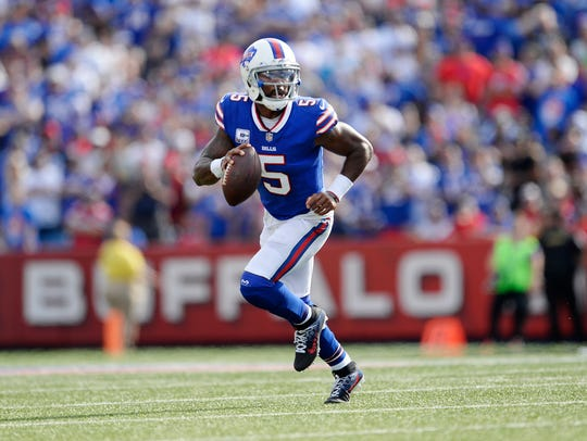 Buffalo Bills quarterback Tyrod Taylor (5) looks to