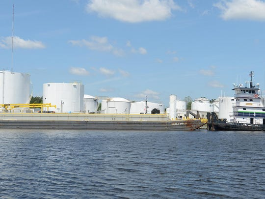 sby 2015 barge unloads