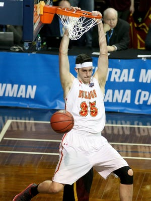 Ferris State's Zach Hankins (35) dunks against Northern State during the first half of the NCAA Division II men's college basketball championship game, Saturday, March 24, 2018, in Sioux Falls, S.D. (AP Photo/Dave Eggen)