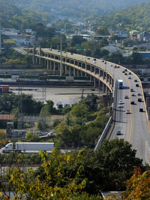 The Western Hills Viaduct carries nearly 71,000 vehicles a day and is a major commuter route for West Side residents connecting to jobs in Downtown and Uptown.