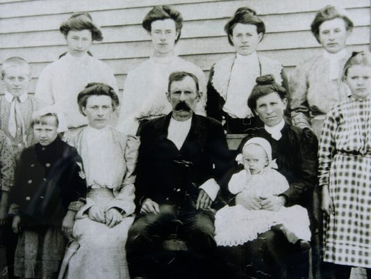 Russell-Pinkney-Lance-family-1908.jpg