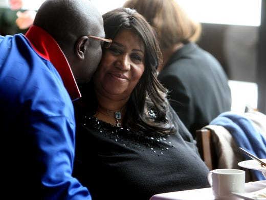 Aretha Franklin hosts a high tea listening party at