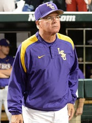 LSU Tigers head coach Paul Mainieri (1) saw his team