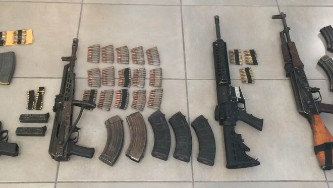 Firearms were seized during the  arrest of suspects in a drug-smuggling case Saturday in the Valley of Juárez.