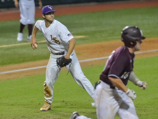 636327414001485595-LSU-Ms.State.baseball.saturday.06.10-7923.jpg
