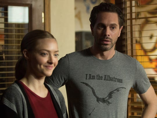 """Anne (Amanda Seyfried) and Robin (Thomas Sadoski) strike up a relationship in """"The Last Word."""""""