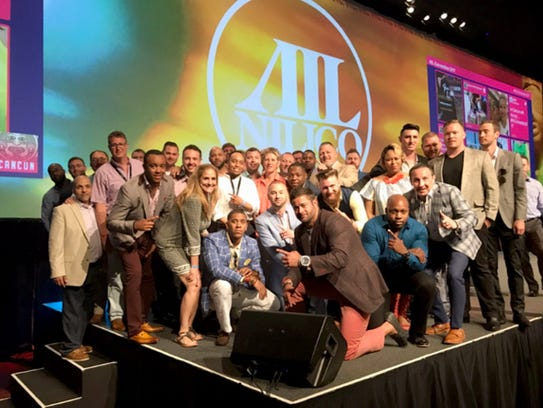 Seventy agents and managers of the Zach Hart Agency attended an annual convention in Cancun, Mexico, in May.