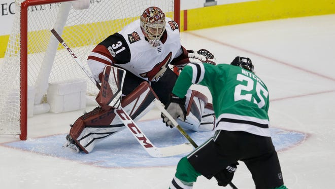 Arizona Coyotes goalie Adin Hill (31) defends the goal against Dallas Stars right wing Brett Ritchie (25) during the first period of an NHL hockey game in Dallas, Tuesday, Oct. 17, 2017.