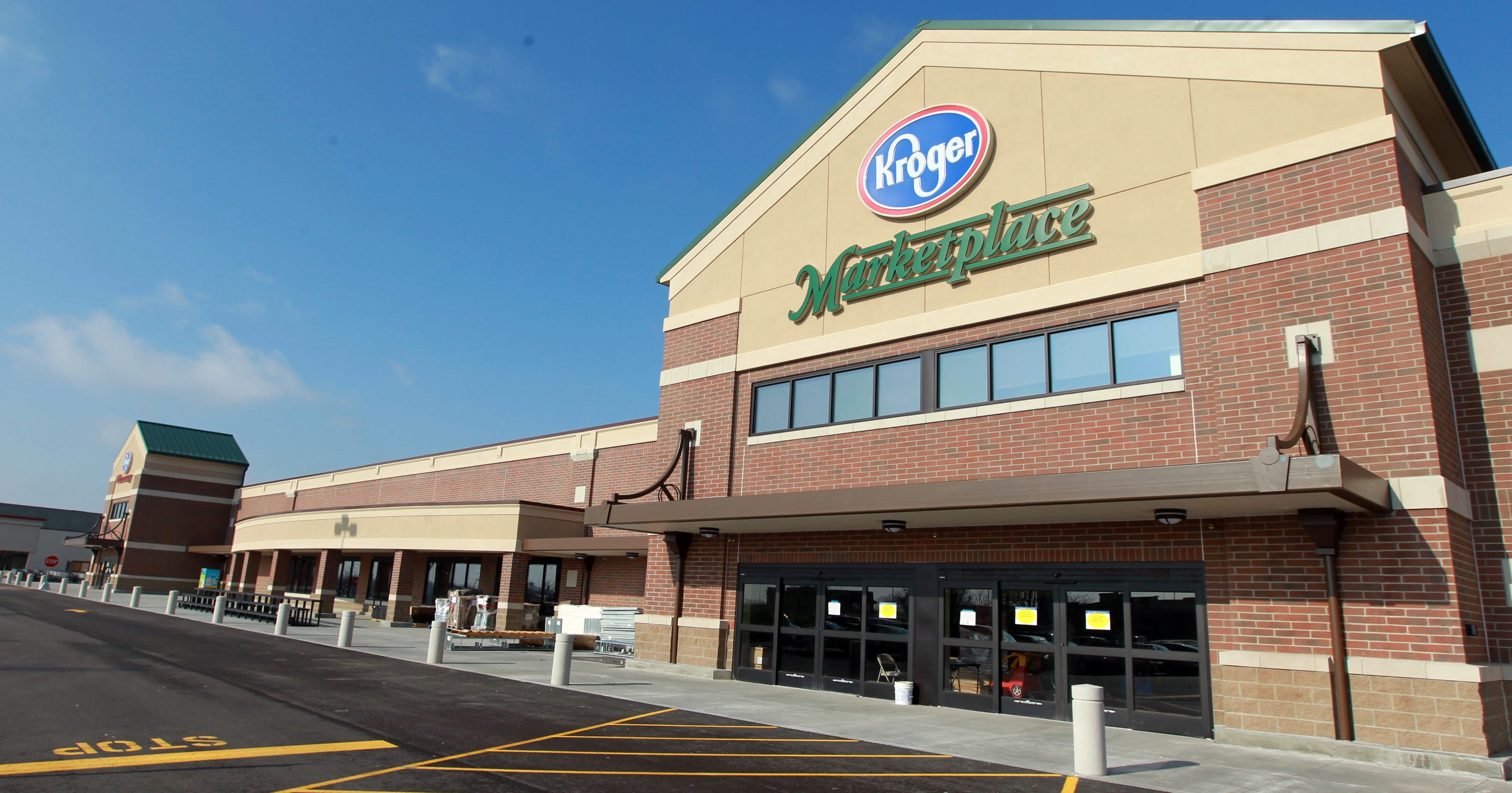 Kroger bets on bigger stores