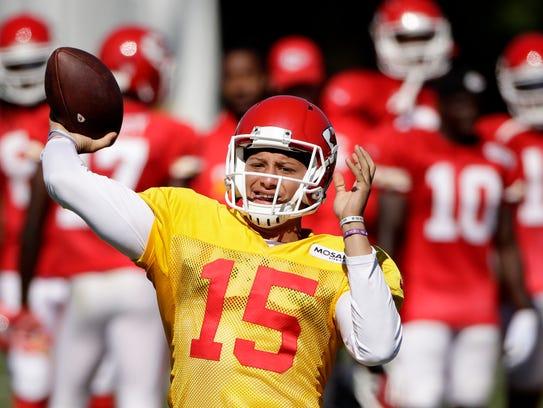 Kansas City Chiefs quarterback Patrick Mahomes (15)