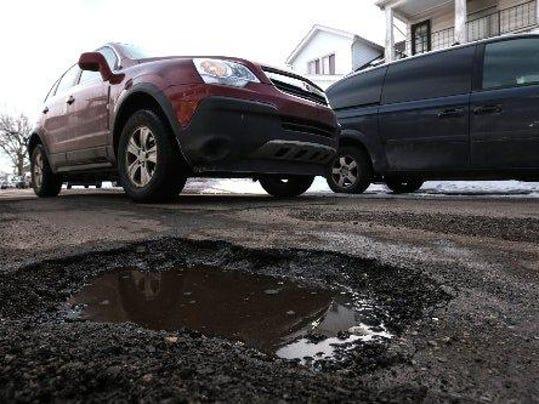 NEW_potholes.jpg_1_1_F3AO1T8C_L608962977[1]