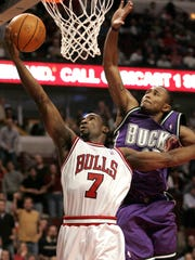 Chicago Bulls' Ben Gordon (7) goes up for a shot as
