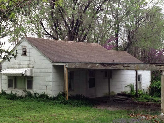 This house in the 900 block of West Linwood Street has been the subject of neighborhood complaints. But city inspectors determined it doesn't meet the definition of a dangerous building.