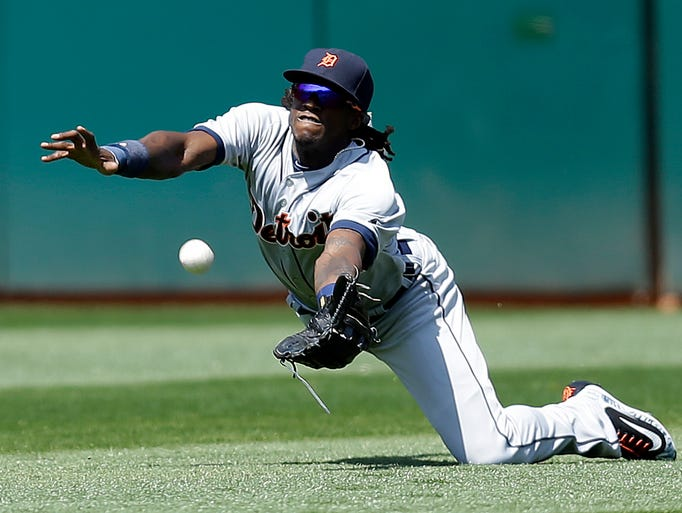 Detroit Tigers' Cameron Maybin cannot make the catch