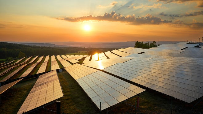 Former Tennessee Gov. Phil Bredesen plans to launch a new solar energy venture this week.