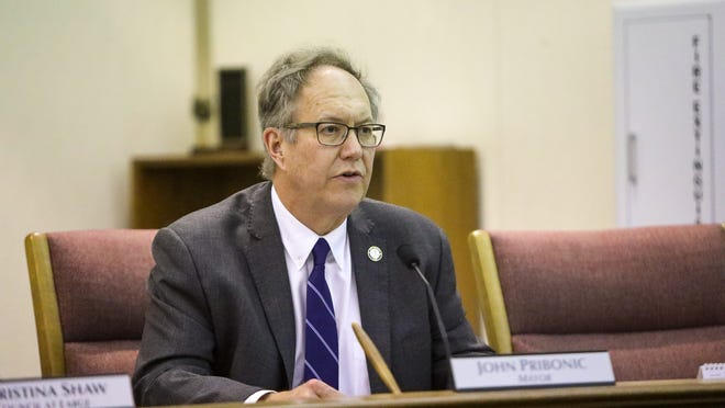 Stow Mayor John Pribonic refused to sign a resolution from city council to hire outside legal counsel to challenge amendments to the city charter proposed by the Charter Amendment Commission.