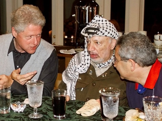 A 2000 photo of President Clinton, Palestinian President