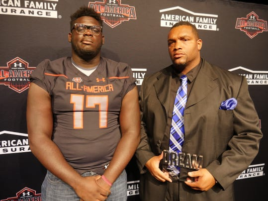 Alex presented his coach Dredrick Bell with the Dream Champion Award. (Photo: Intersport)