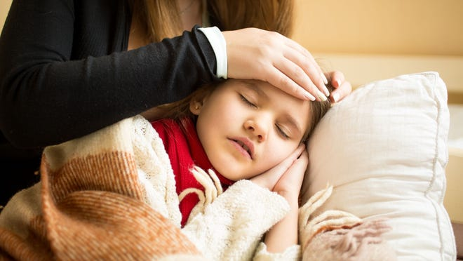 Most kids get fevers every now and again, but what about fevers paired with coughing and sore throats? Here's when to visit the ER.