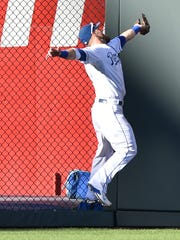 Alex Gordon makes a great catch into the LF wall.