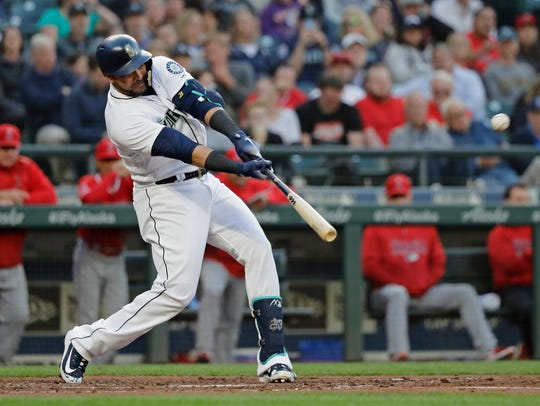 Nelson Cruz has reclaimed the Mariners' team lead in