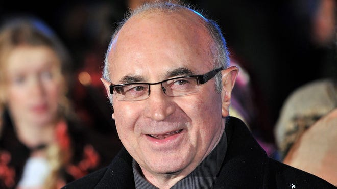 British actor Bob Hoskins has died at the age of 71 after suffering from pneumonia, his agent said.
