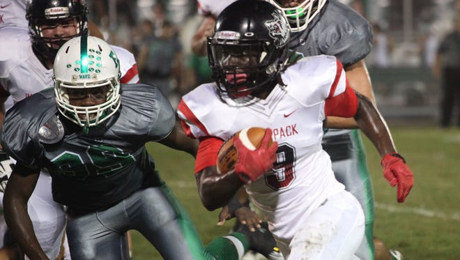 South Fort Myers' E'Quan Dorris carries the ball during a game against Fort Myers on Friday night. South Fort Myers' E'Quan Dorris carries the ball during a game against Fort Myers.