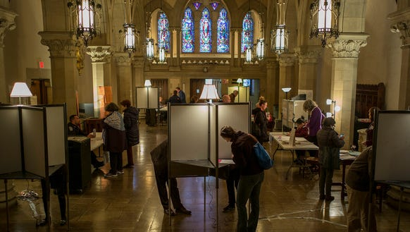 epa05189380 Voters cast their ballots at the Old South