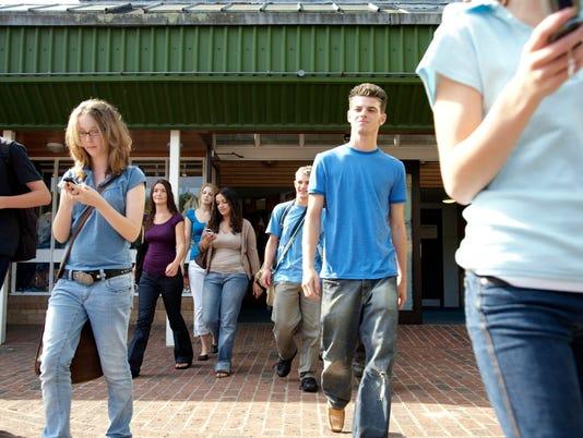 cell phone walking injuries
