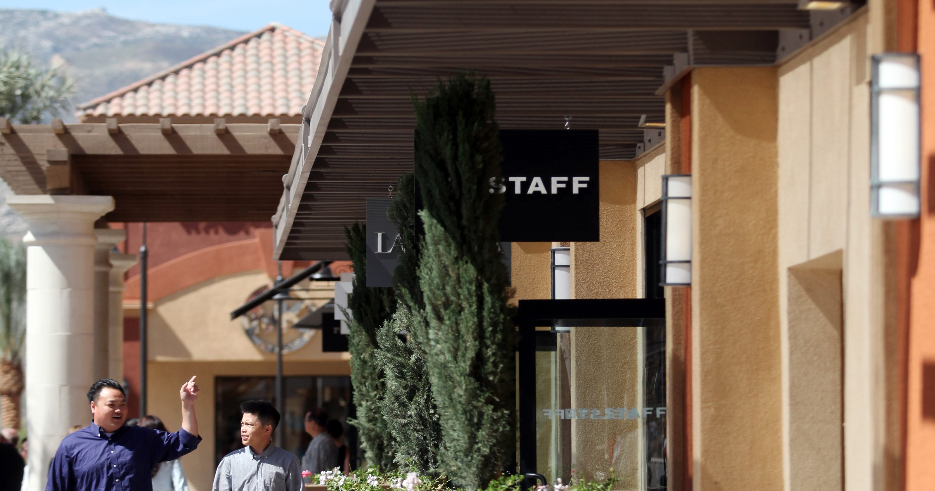 f4dd8ad33 Desert Hills Premium Outlets welcomes new stores