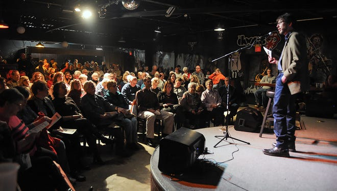 Crowds listen as Battle Creek Enquirer Executive Editor Michael McCullough speaks to the audience about the Mosaic Storytelling Showcase in 2015.