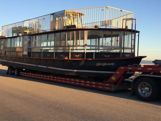 635811282761077164-riberboat
