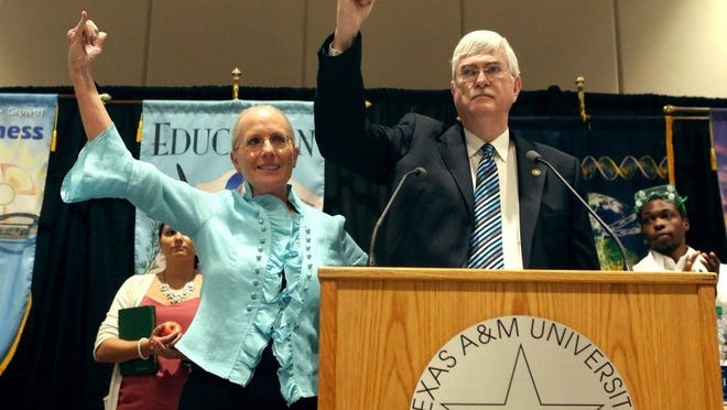 GABE HERNANDEZ/CALLER-TIMES Texas A&M University-Corpus Christi President and CEO Flavius Killebrew (left) and his wife, Kathy, gesture to the crowd gathered Wednesday for the State of the University address. He announced his retirement during the event.