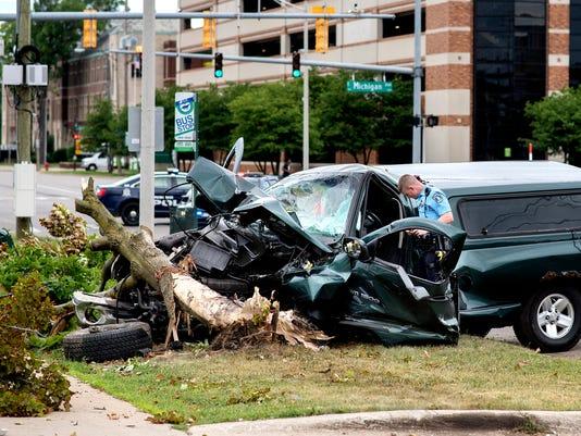 636652783498969232-180622-crash-03a.JPG