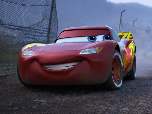 cars 3 why lightning mcqueen got a new paint job spoilers