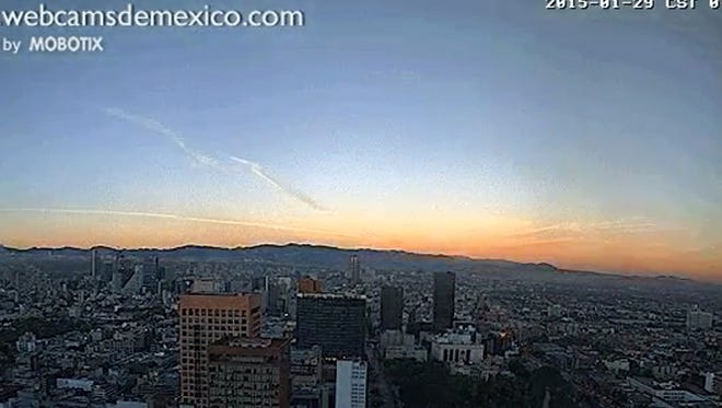 Webcam shows a powerful gas tank truck explosion in Mexico City