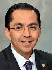 Dallas Fed economist Roberto Coronado says steady job