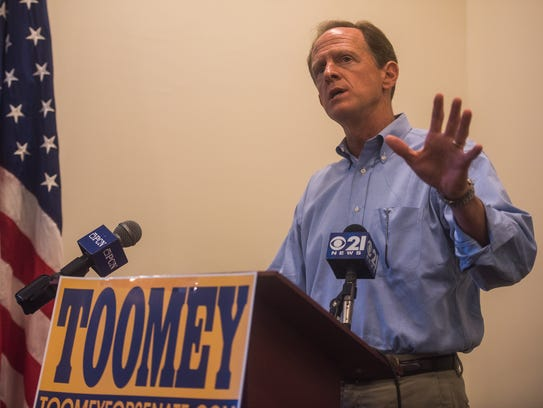 Sen.  Pat Toomey (R-Pa.) talks to constituents July