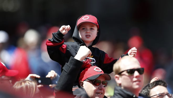 Cincinnati Reds fans cheered their team to a 4-0 victory over the Pittsburgh Pirates.