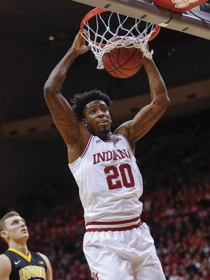 De'Ron Davis is averaging 11.5 points and 4.4 rebounds this season.