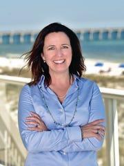 Kelly MacLeod, Bella editor.