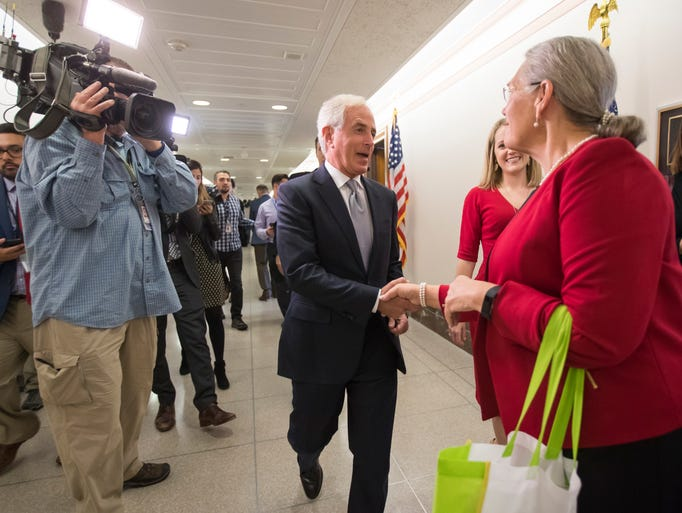 Corker greets constituents outside his office on Capitol