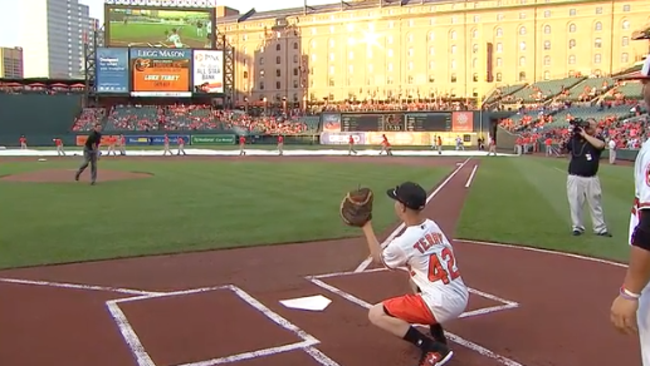 Watch: Luke Terry makes first catch from Hall of Fame pitcher Jim Palmer.