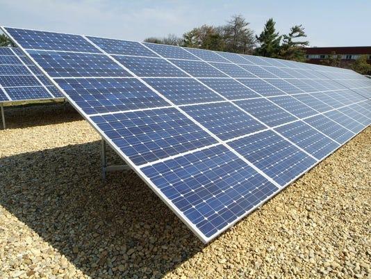 -solar panels.jpg_20070109.jpg